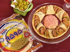 پیتزا مخلوط سوسیس و قارچ